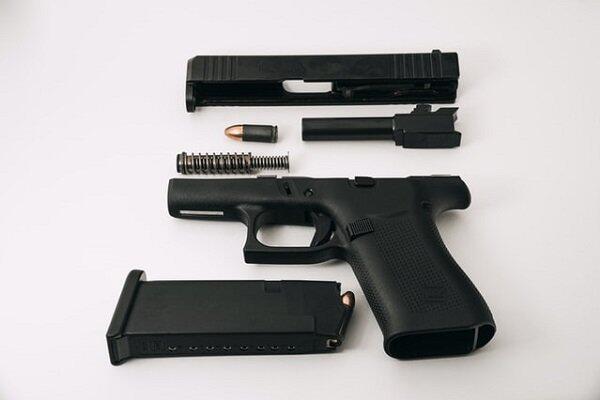 Como usar o WD-40 para limpar e lubrificar a arma de fogo